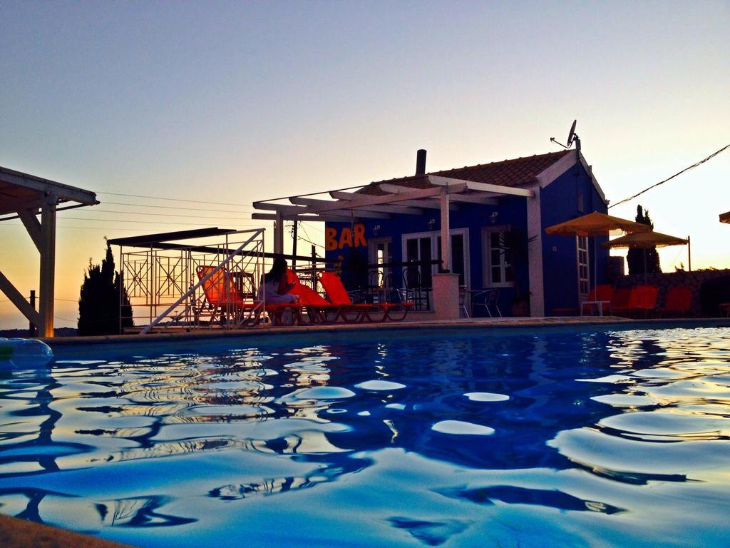 Casa De Blue Studios and Apartments