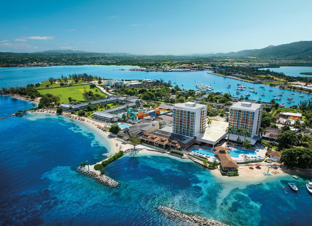 Sunscape Splash Resort and Spa