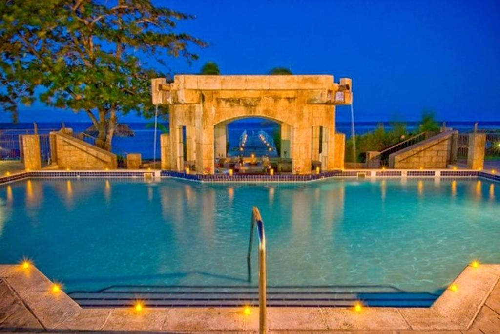 Holiday Inn SunSpree Resort All-Inclusive