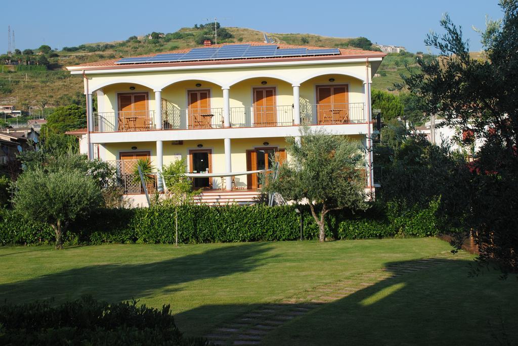 Larus Hotel