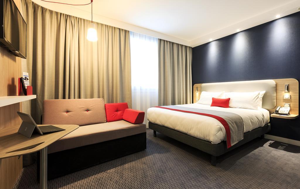 Holiday Inn Exp Velizy