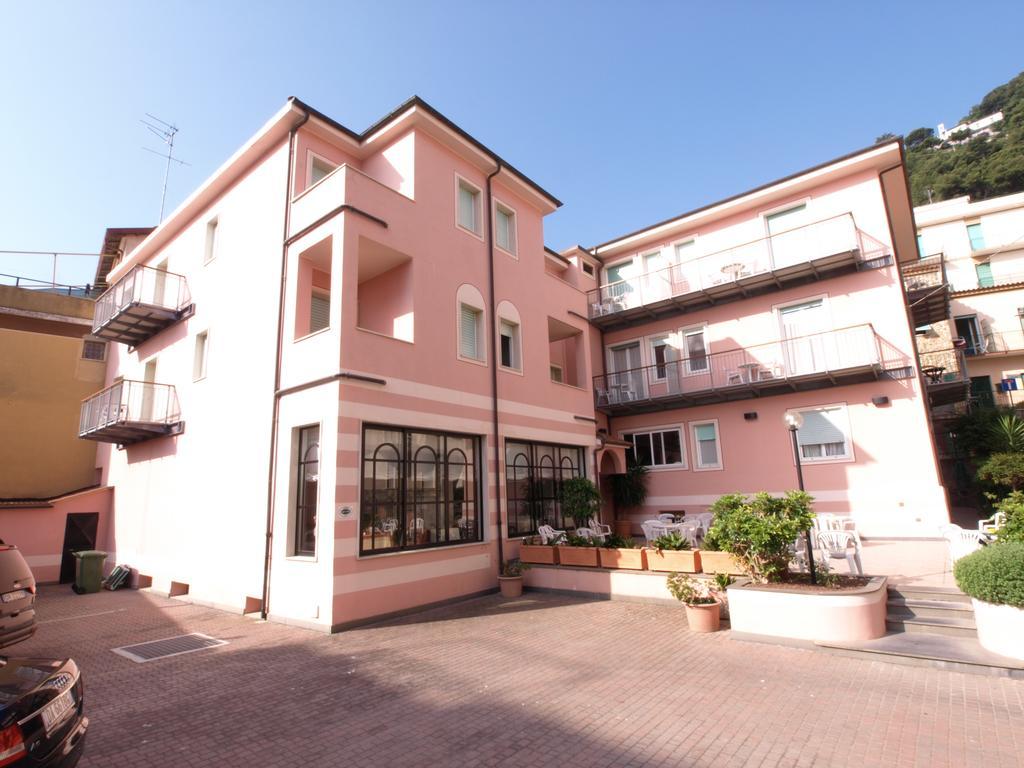 Hotel Mambo