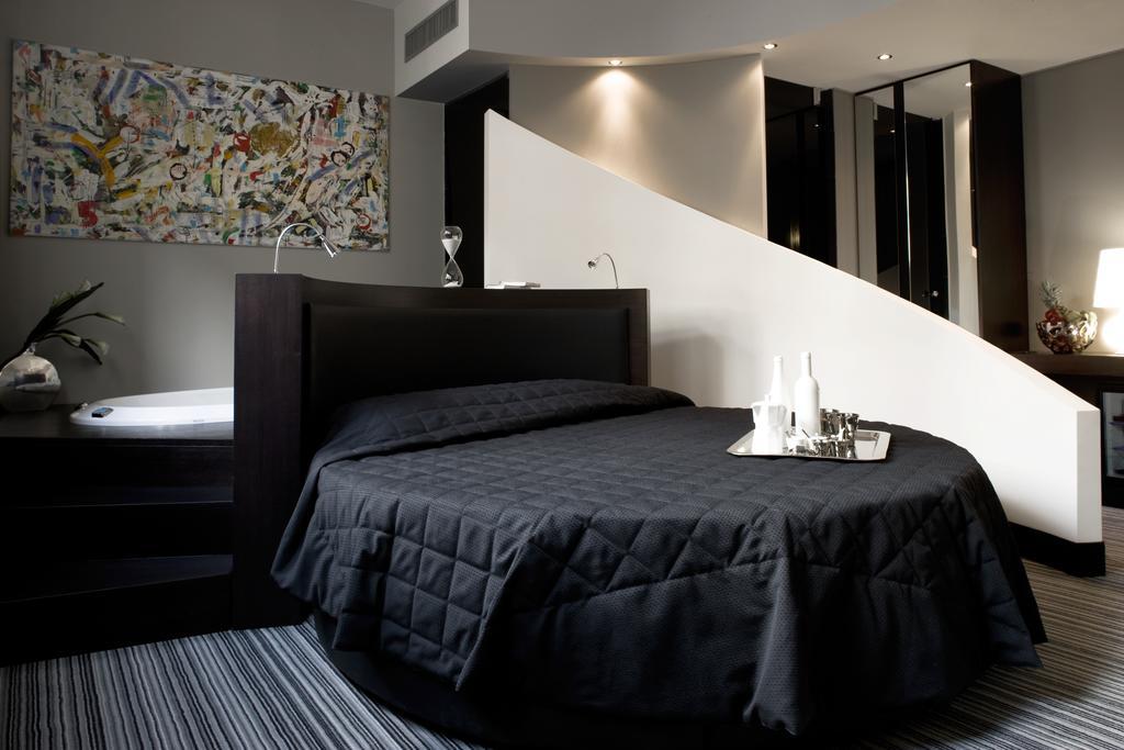Twenty One Hotel