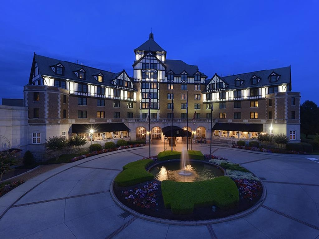 Hotel Roanoke and Conference Center -Curio Collection by Hilton
