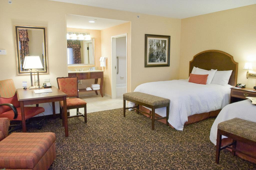 Hampton Inn and Suites Mobile - Downtown Historic District