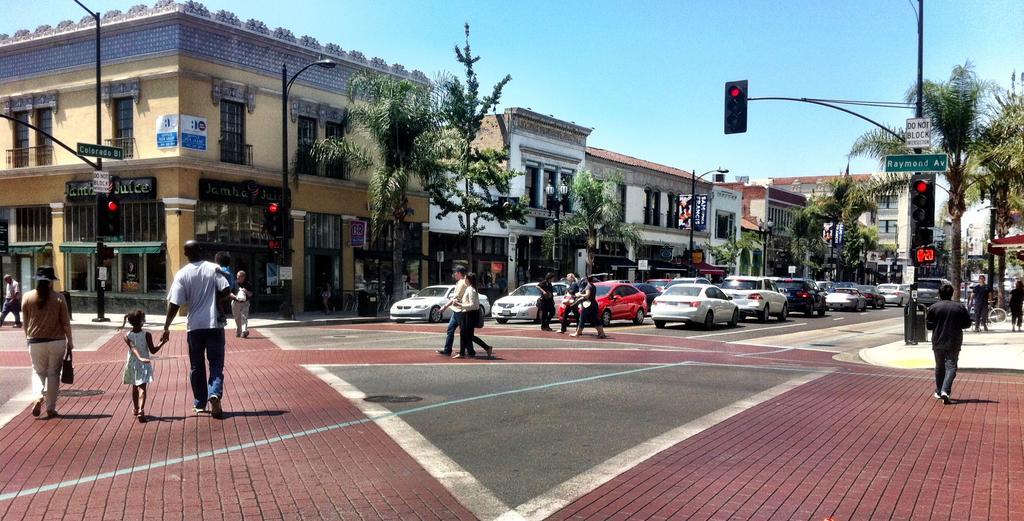 Courtyard Los Angeles PasadenaOld Town
