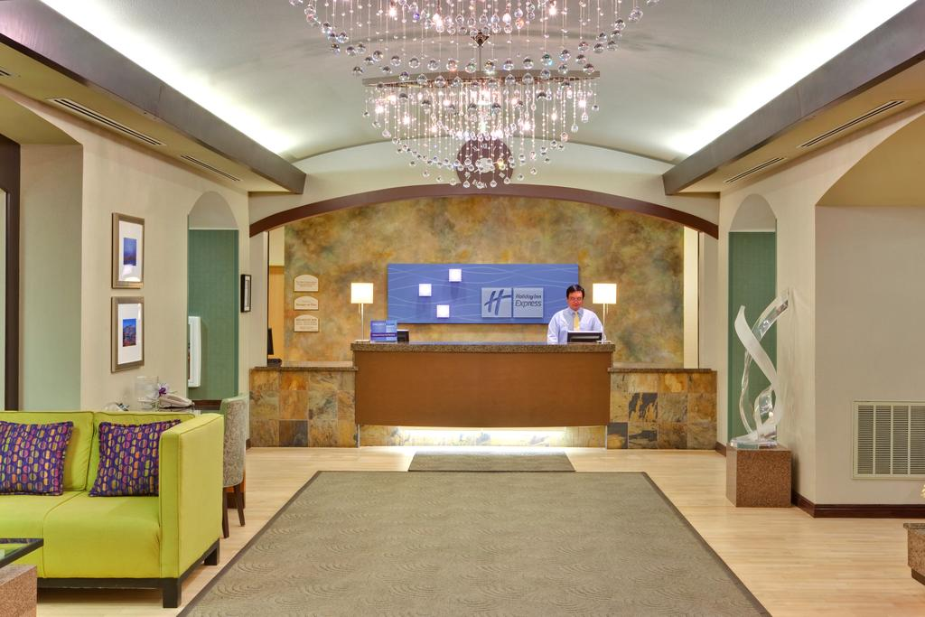 Holiday Inn Express I 215