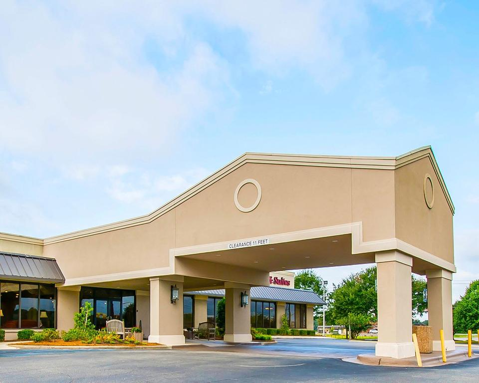 Clarion Inn and Suites Dothan