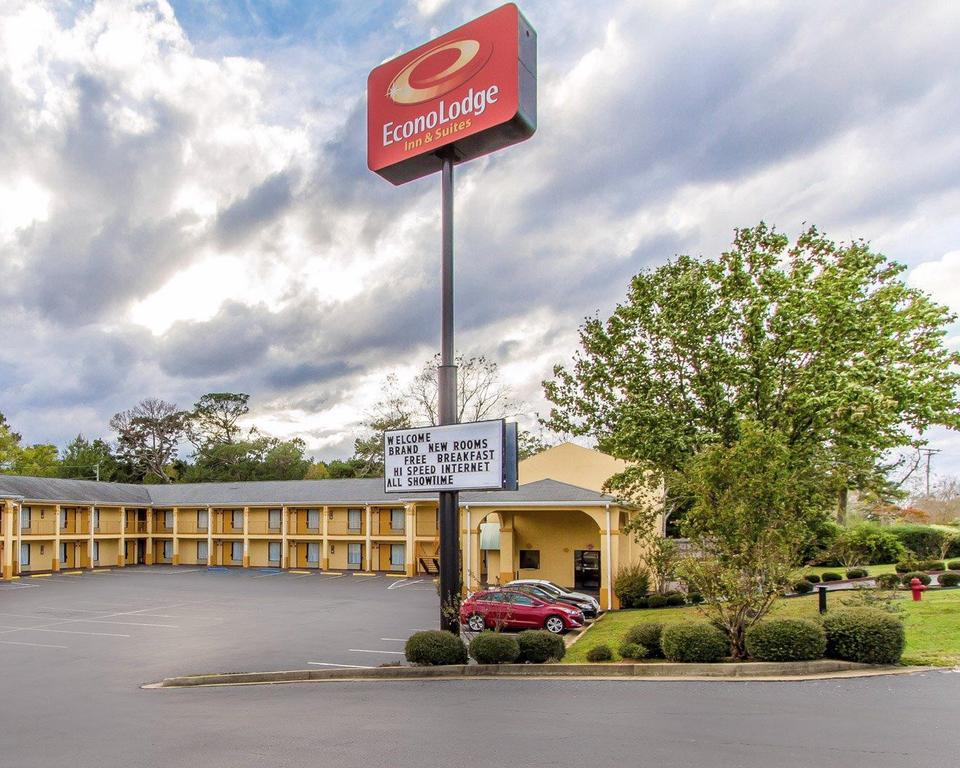 Econo Lodge Inn and Suites Evergreen