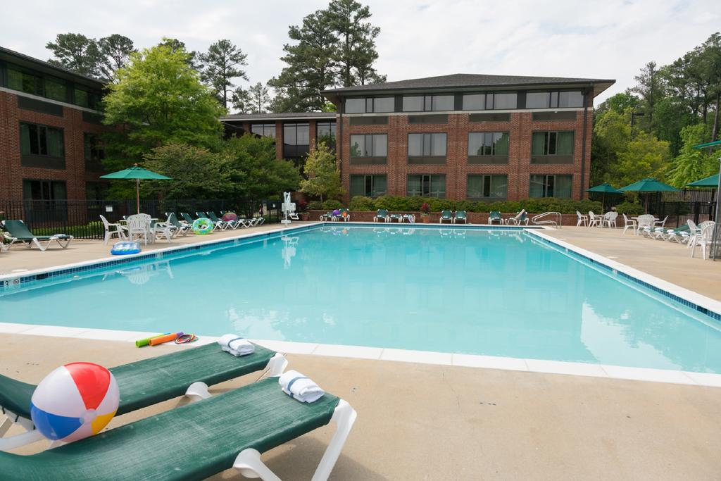 Woodlands Hotel and Suites