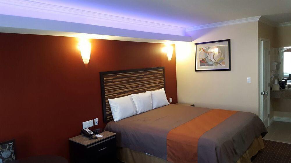 Diamond Bell Inn and Suites
