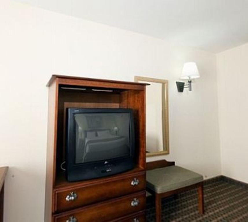 Holiday Inn Express and Suites Meridian