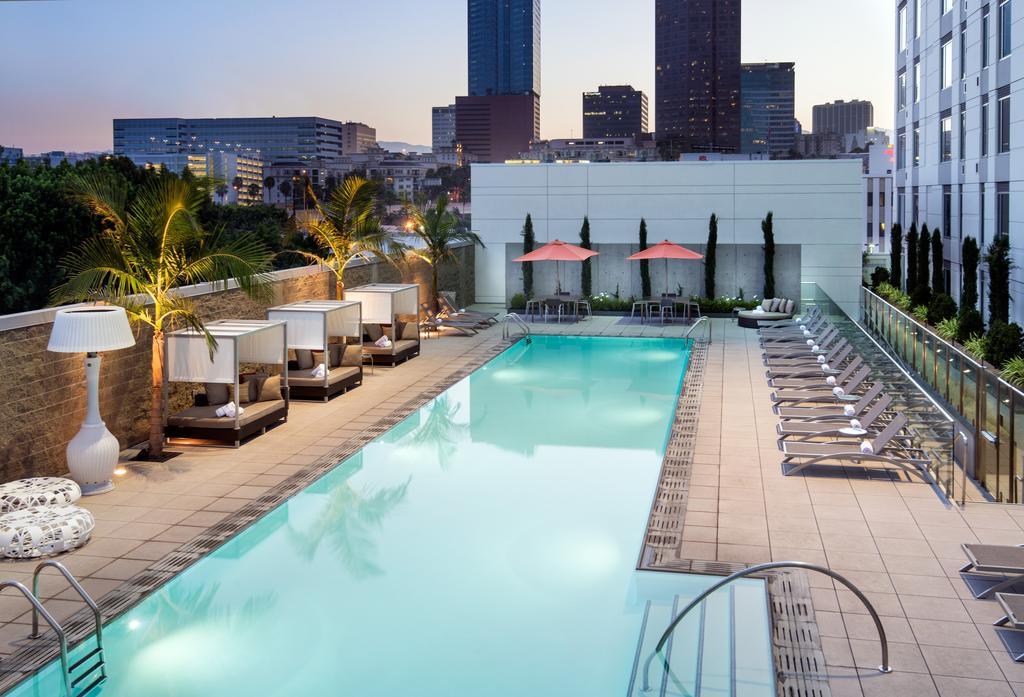 Courtyard Los Angeles LA LIVE