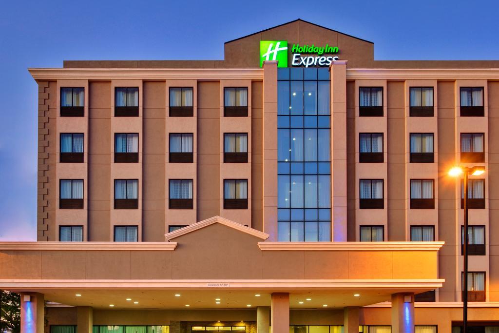 Holiday Inn Express LAX Airport